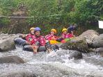 suasana-river-tubing-di-obyek-wisata-arya-kiban-land-majalengka.jpg