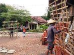 suasana-tempat-pembuatan-genting-di-kecamatan-jatiwangi-kabupaten-majalengka.jpg