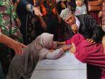 tangis-pilu-ibu-tkw-yang-tewas-dibunuh-di-malaysia-saat-tiba-di-rumah-duka.jpg