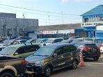 terminal-di-indramayu-berubah-jadi-lahan-parkir-pengunjung-yang-belanja-kebutuhan-lebaran.jpg