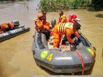 tim-sar-gabungan-masih-mencari-korban-tenggelam-di-sungai-cimanuk-majalengka34.jpg