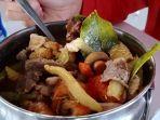 tom-yum-kuliner-asal-negeri-gajah-kian-menjamur-di-kota-kuda.jpg