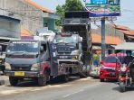 truk-muatan-batu-tabrak-median-jalan-pantura.jpg