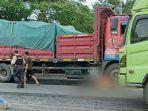 truk-tronton-tabrak-pemotor-berisi-ibu-dan-anak-hingga-nyaris-terlindas-di-tuban-jawa-timur.jpg