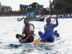 wakil-ketua-komisi-iv-dedi-mulyadi-bermain-kayak-bersama-mantan-menteri-kkp-susi-pudjiastuti1.jpg