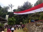 warga-dan-pemerintah-desa-kertawirama-mengibarkan-bendera-merah-putih1.jpg