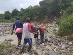 warga-desa-cihirup-di-kuningan-digegerkan-dengan-penemuan-mayat-di-bantaran-sungai-cipanundan.jpg