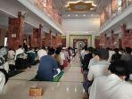 warga-majalengka-salat-idulfitri-masjid-agung-al-imam-_1.jpg