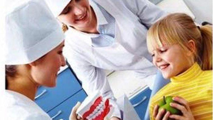 ilustrasi anak berkunjung ke dokter gigi