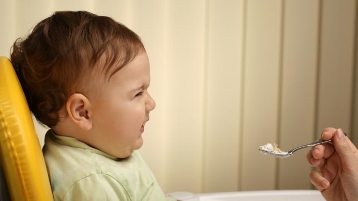 Dok, Bagaimana Cara Mengatasi Anak yang Susah Makan karena Tumbuh Gigi?