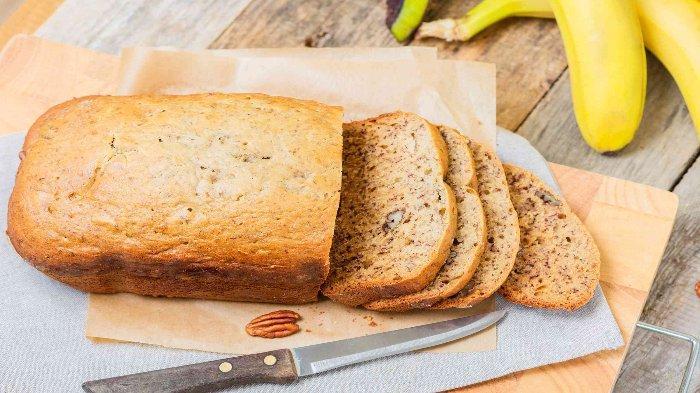 Ilustrasi banana dan toast yang baik dikonsumsi untuk penderita diare
