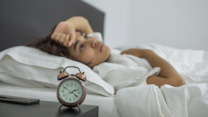 ilustrasi seseorang yang sering bangun saat tertidur