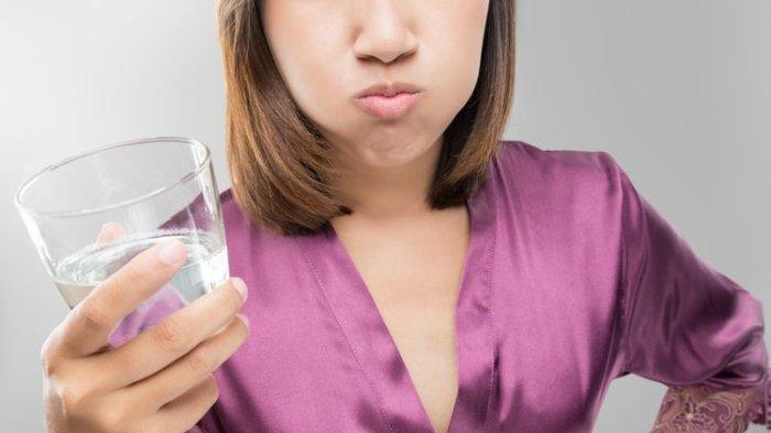 Perlu Tahu! Kumur  Air Garam bisa Atasi Radang Tenggorokan, Ini Penjelasan Dokter