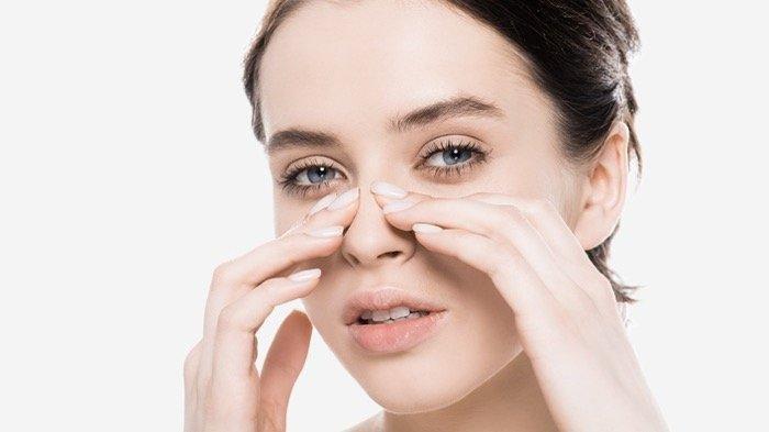 ilustrasi mencabut bulu hidung bisa sebabkan penyakit