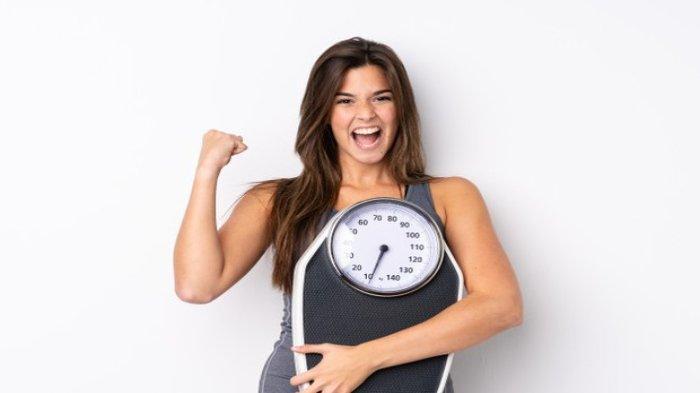 Ilustrasi seseorang melakukan diet untuk mendapatkan berat badan ideal