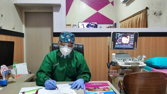 dr. Sigit Setiaji Sp.OG., M.Kes., M.H merupakan Dokter Spesialis Kandungan dan Kebidanan di RS Hermina Solo dan Mommies Clinic