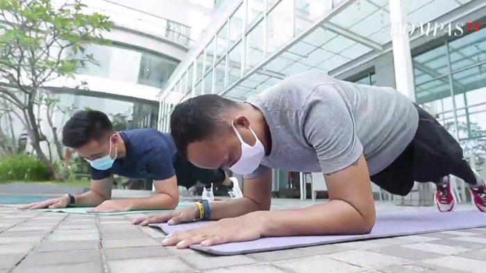 3 Gerakan Olahraga Pilihan Trainer untuk Hilangkan Lemak di Perut, Salah Satunya Butterfly Sit Up