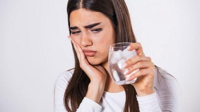 Hilangnya Lapisan Gigi Akibat Aktivitas Bakteri dan Resesi Gingiva Menjadi Penyebab Gigi Sensitif