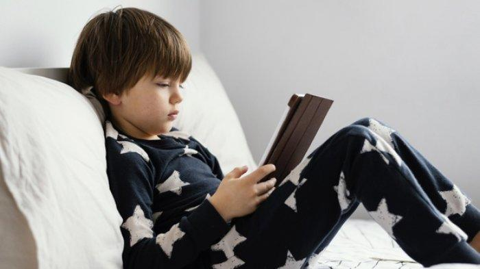 Ilustrasi anak kecanduan gawai dan bermain game