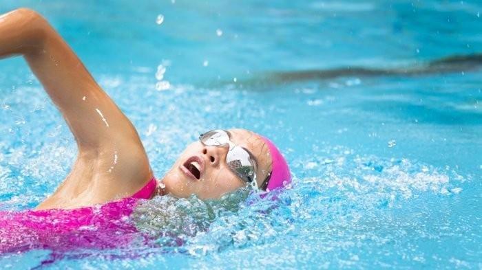 Ilustrasi berenang di kolam renang