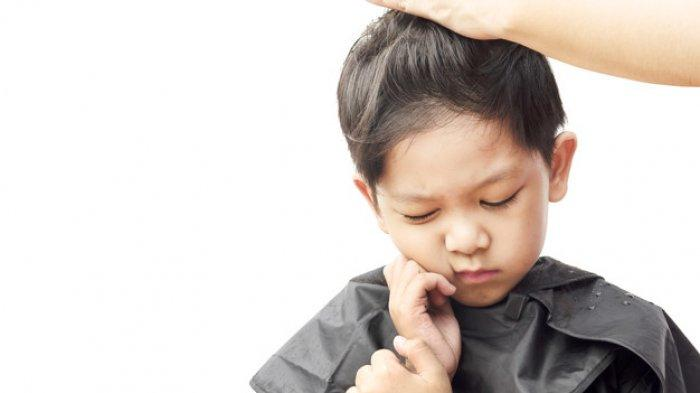Ilustrasi gatal pada anak akibat dermatitis atopik