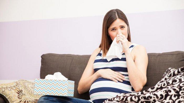 Ilustrasi ibu hamil yang sedang mengalami flu