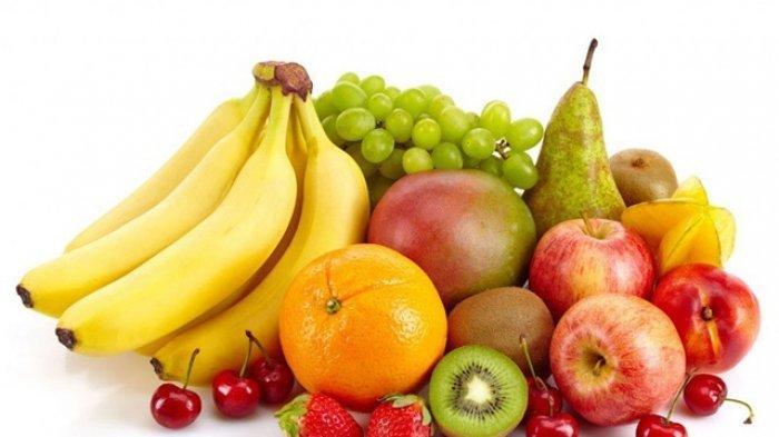 Ilustrasi konsumsi buah yang megandung tinggi serat