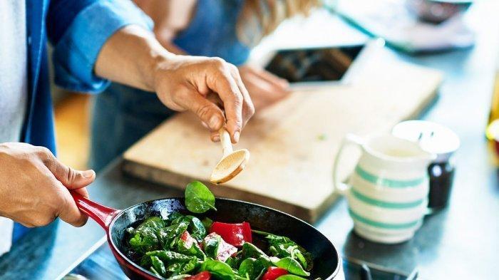 Ilustrasi memanaskan sayuran yang dapat menghilangkan kandungan di dalamnya