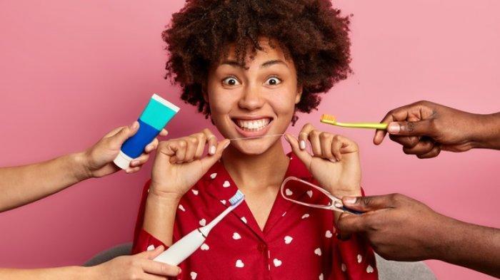 Menurut drg. R. Ngt. Anastasia Ririen, Dental Floss Bisa Membersihkan Sela-sela Gigi Termasuk Behel