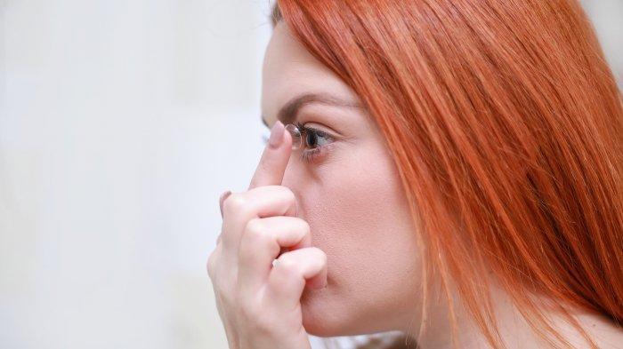 Apakah Terlalu Lama Pakai Softlens Bisa Bikin Mata Malas Dok?