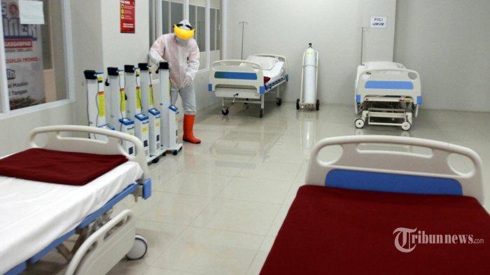Ilustrasi suasana RS di tengah pandemi ---- Petugas mempersiapkan ruangan rawat inap Pasien Covid-19 di Tower 8 Rumah Sakit Darurat Wisma Atlet Kemayoran - Ini daftar lokasi isolasi mandiri Jakarta.