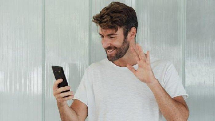 ILustrasi berkonsultasi dengan dokter melalui video call