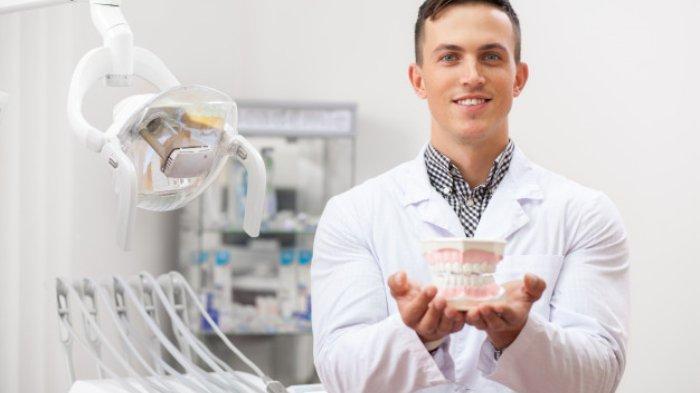 Tidak Boleh Memasang Gigi Palsu Tanpa Mencabut Akar Gigi, Apa Benar Dok?