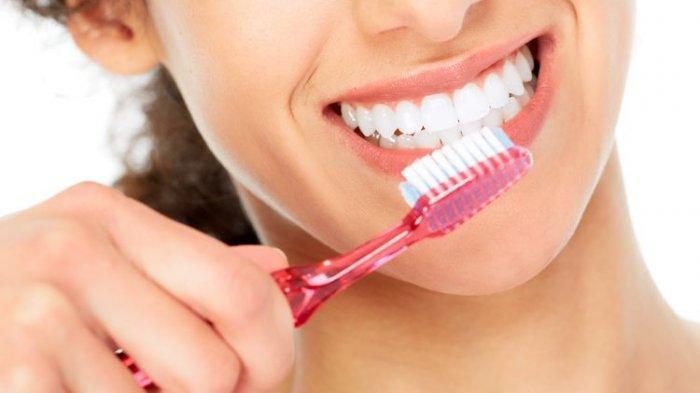 ilustrasi menyikat gigi untuk  mencegah gingivitis