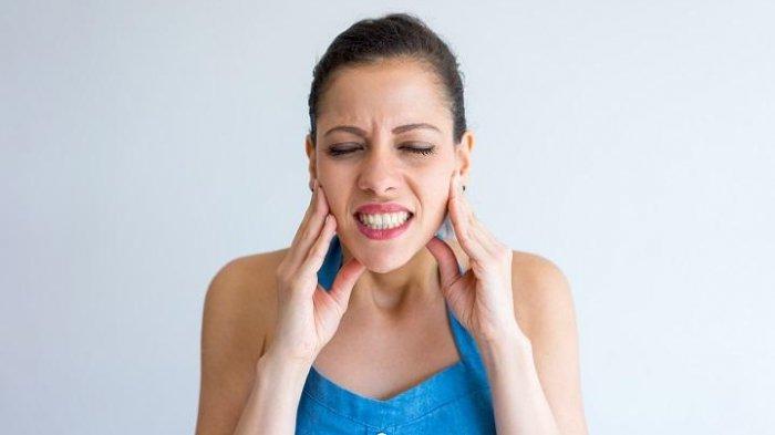 Sisa Makanan yang Terselip pada Gigi, Menjadi Faktor Utama Penyebab Nyeri pada Gigi Bungsu
