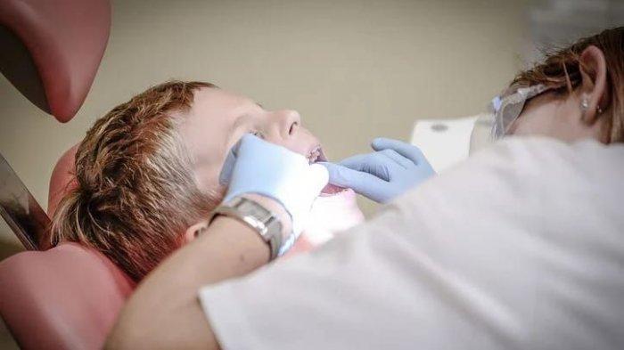 Dr. drg. Munawir : Tindakan Mengatasi Gigi Berlubang adalah Fissure Sealant bukan Restorasi Gigi.