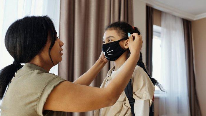 Dokter Jelaskan Penggunaan Masker Dobel yang Benar, Wajib Diganti Tiap 4 Jam