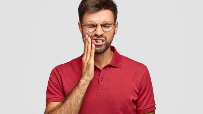 Wajah Tampak Kempot karena Gigi Patah, Apa Bisa Kembali Normal jika Pasang Gigi Palsu Dok?