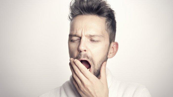 Ilustrasi pria mengantuk karena kurang tidur
