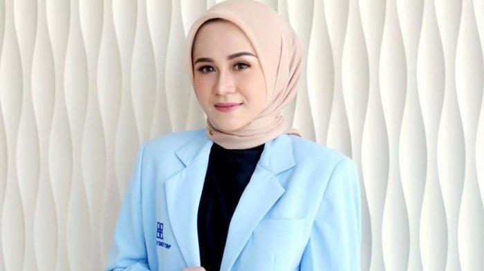 Profil dr. Adniana Nareswari, Sp.DV dokter cantik yang berhasil mengukir berbagai prestasi