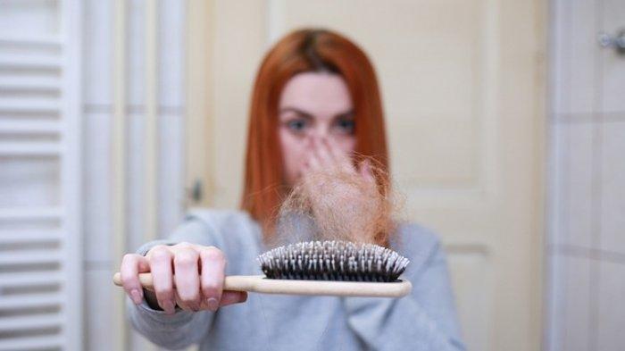 Ilustrasi - Rambut rontok karena pola makan yang buruk
