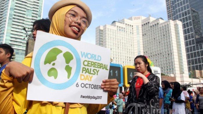 ILUSTRASI - FOTO: Relawan saat kampanye Peringatan Hari Cerebral Palsy Sedunia di area Hari Bebas Kendaraan Bermotor , Bundaran Hotel Indonesia, Jakarta, Minggu (8/10). Peringatan Hari Cerebral Palsy Sedunia yang jatuh pada tanggal 6 Oktober tersebut dimanfaatkan untuk mensosialisasikan dan menggalang kepedulian bagi penyandang Cerebral Palsy.