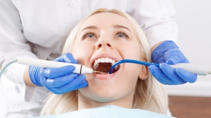 Dr. drg. Tri Setyawati, M.Sc Sebut Pembersihan Karang Gigi Hanya Bisa Dilakukan oleh Dokter Gigi