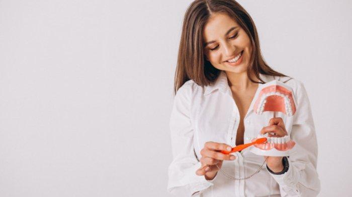 Ilustrasi sikat gigi yang benar agar terhindar karang gigi