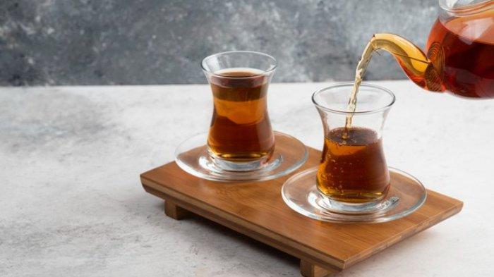 Ilustrasi minum teh di pagi hari