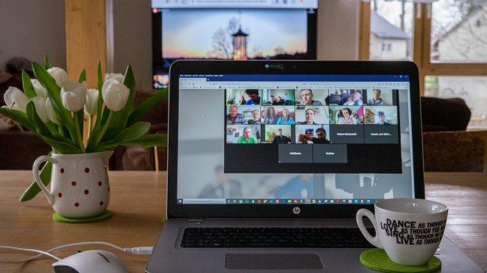 Terlalu banyak meeting online bisa picu Zoom Dysmorphia