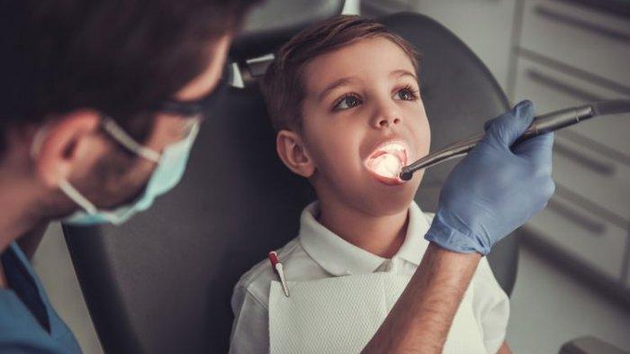 Ilustrasi pembersihan karang gigi, menurut Dr. drg. Tri Setyawati, M.Sc