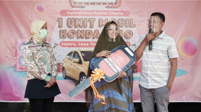 Pos Indonesia Serahkan Hadiah Grand Prize Mobil Brio Program Customer Reward 2020-2021