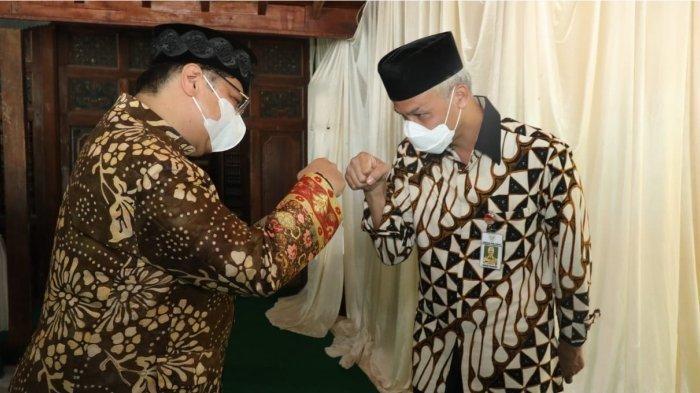 Perayaan Grebeg Apem Digelar Sederhana, Gubernur Ganjar dan Menko Airlangga Khidmat Bagikan Apem