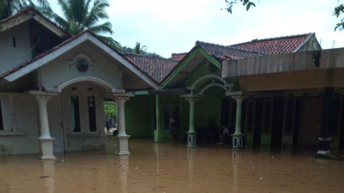 12 Rumah 13 Kali Kebanjiran di Cianjur, Akibat Aktivitas PT QL Trimitra Perusahaan Ayam Pedaging